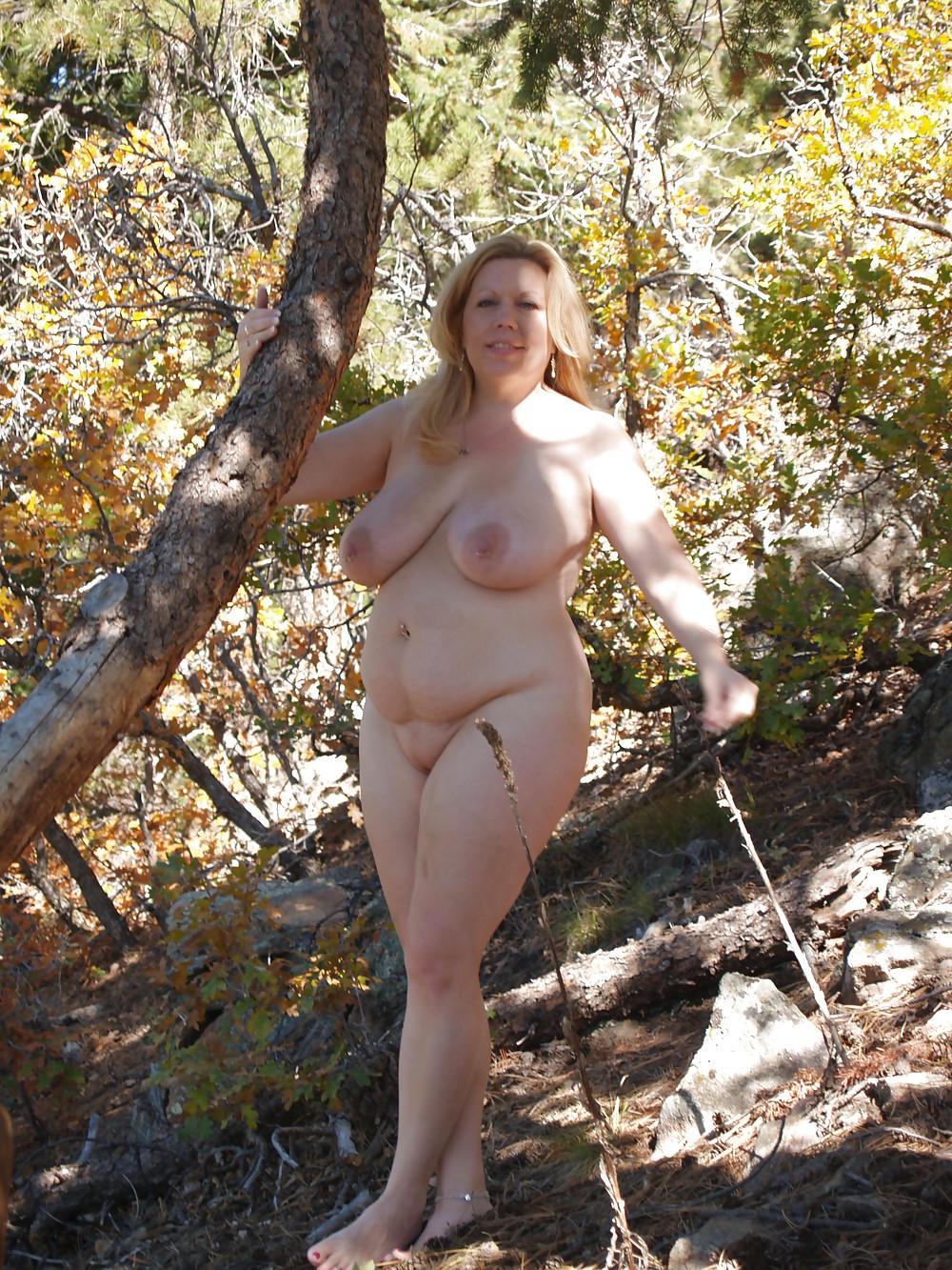 голые пышные женщины на природе