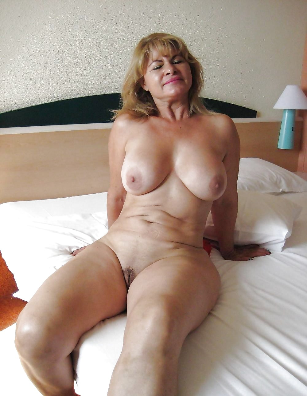Sexy mature woman gallery, left eye nude