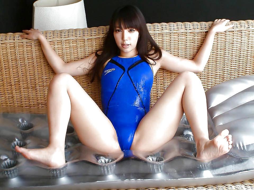 оригинальной порно в купальнике закрытом вертухаями