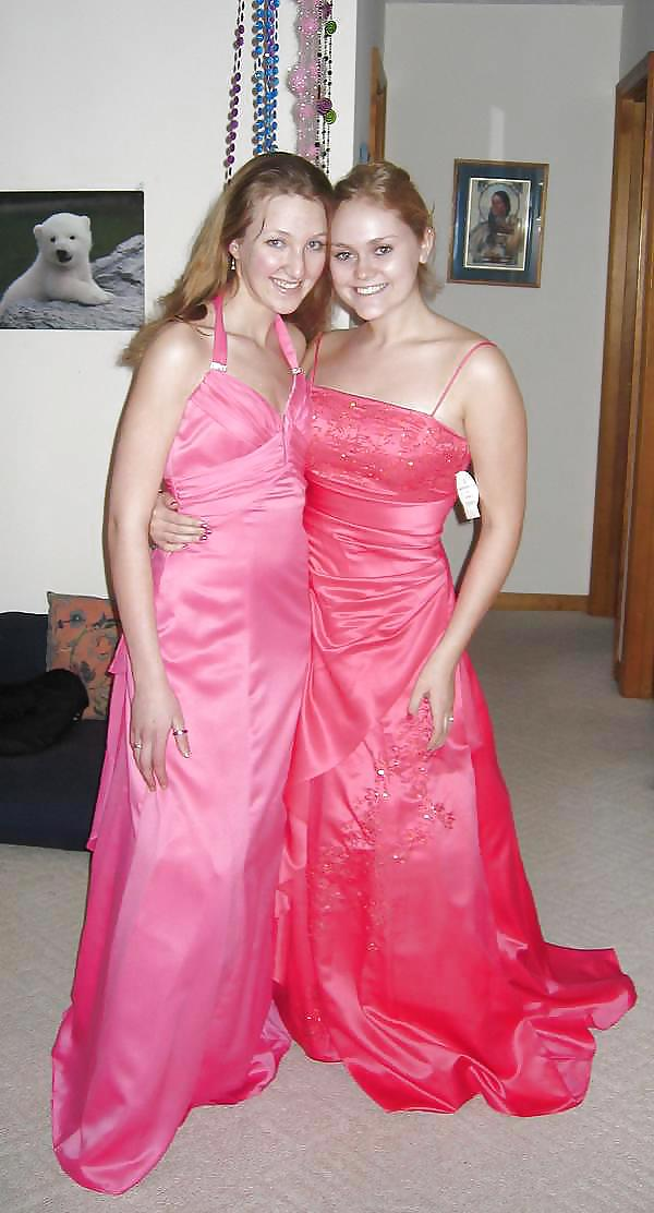 Prom dresses for girls with small boobs-7933