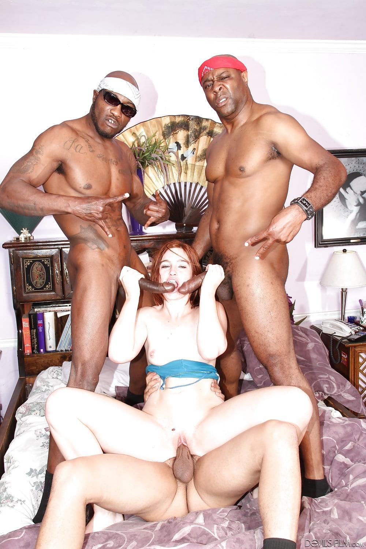 Порно две красивые арабки с негром