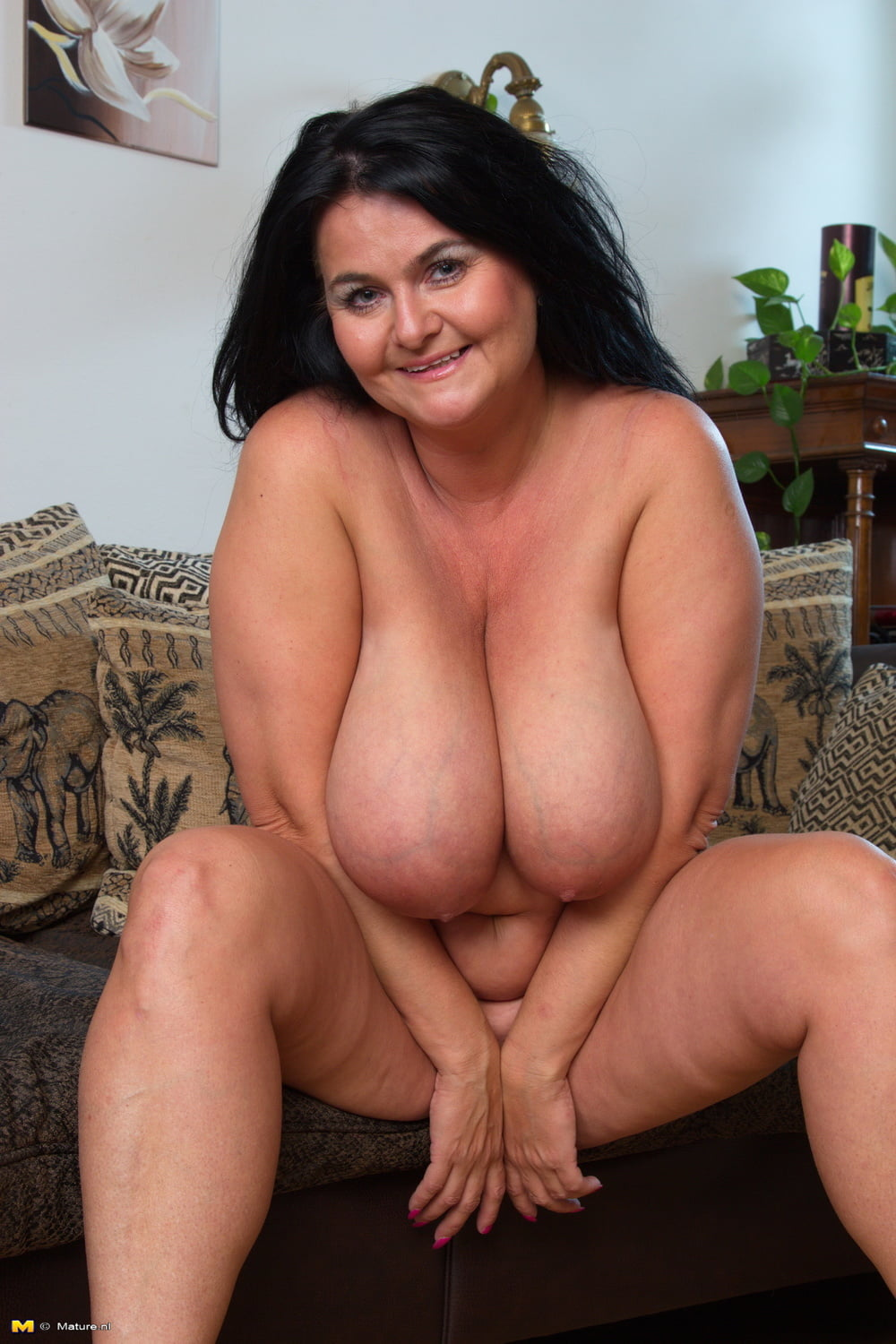 Nude pictures of big lady 8