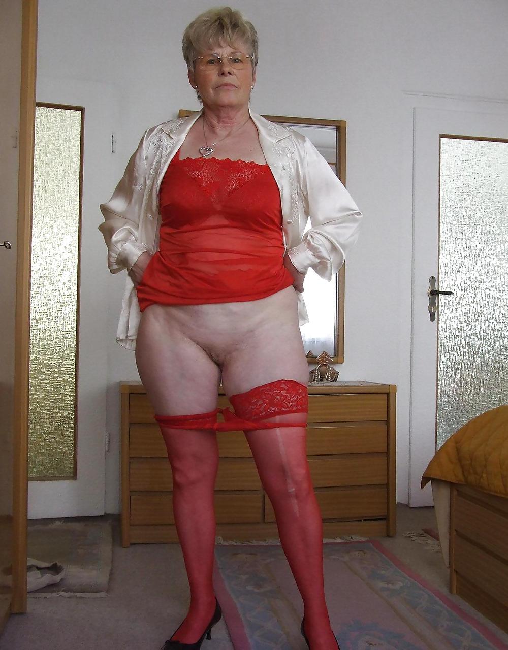 фото старушек без одежды долгу остался