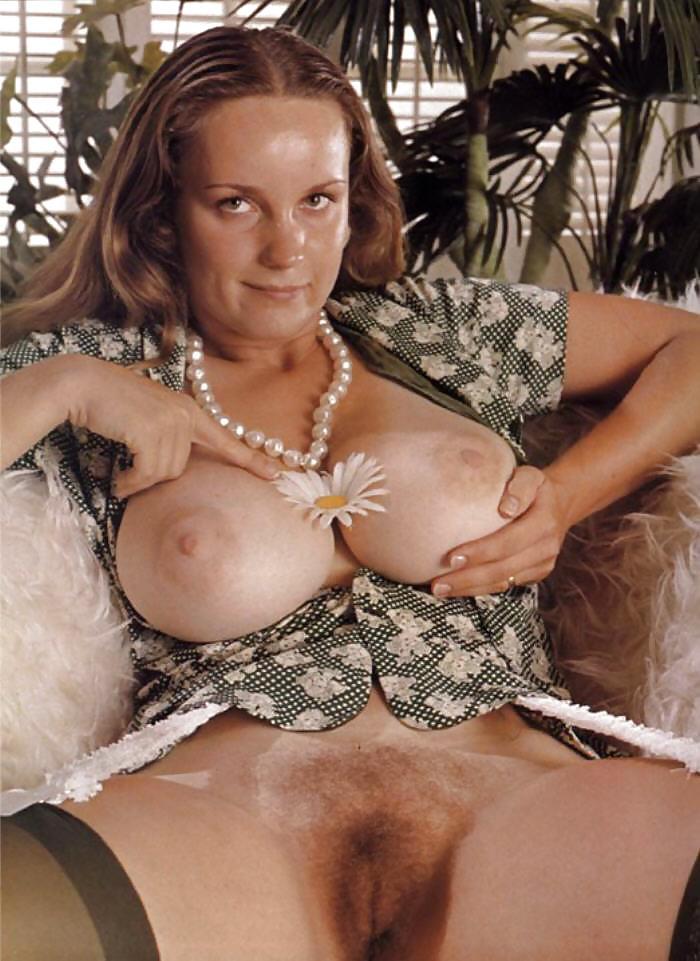 Attractive Spread Eagle Nude Girls Pic
