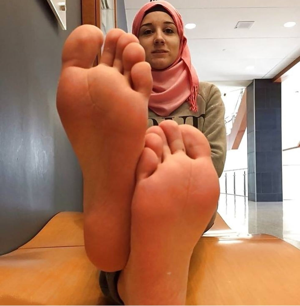sexy-lebanese-girl-feet