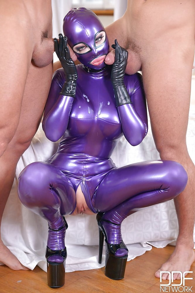 Latex Lucy Submissive In Pink Pornxbit 1
