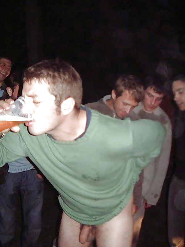 naked-guys-drinking