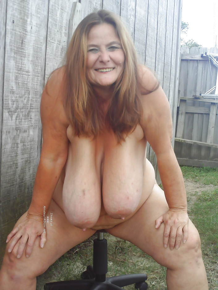 Chubby Mature Woman With Big Saggy Tits To Lick Her Big Nipple
