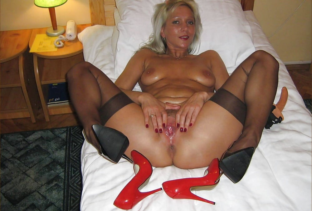 Amateur cougar stocking sex
