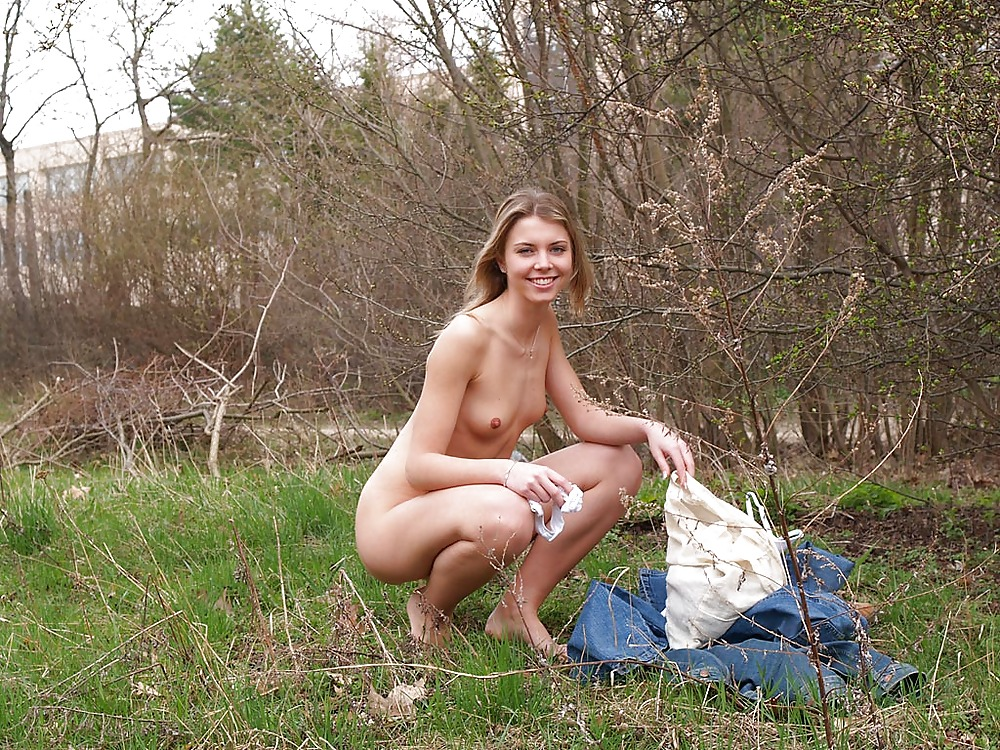 сексуальная русская девушка раздевается перед хочется иногда, она