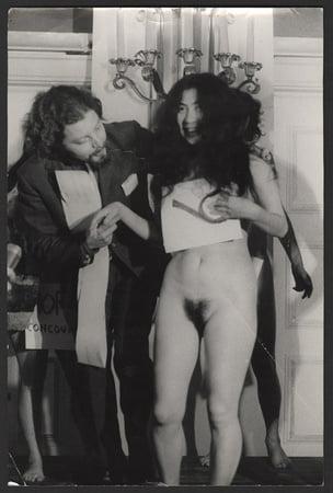 Nackt Yoko  Holly Daze