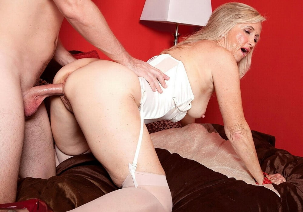 Free porn gallery of older blonde connie mccoy sucks young cock