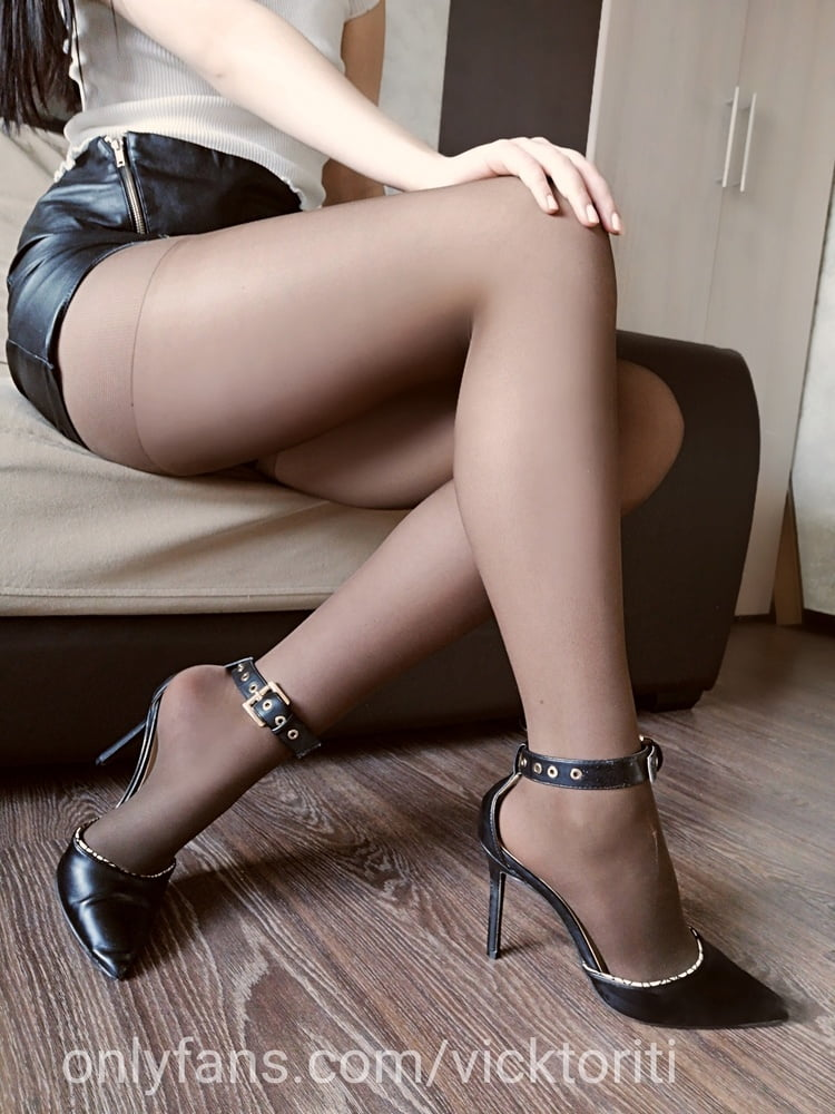 Sheer pantyhose - 7 Pics