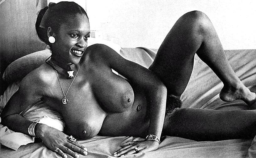 движение через фото ретро негритянки эротика трахает девушку пультом