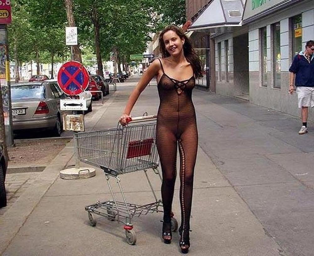 Откровенные наряды жены на улице частное фильмы порно