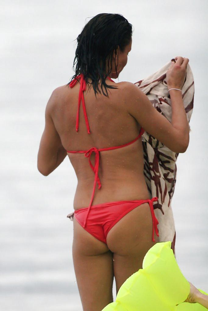 cute-drew-barrymore-bikini-ass-ebony-sex-naked