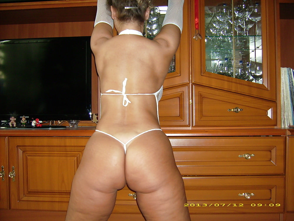 Wife does hotel threesome romp