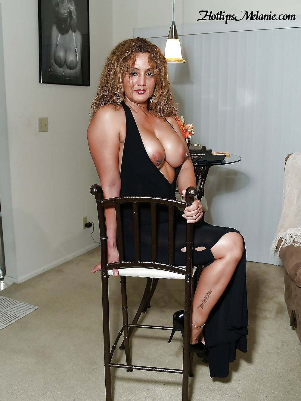 naked-milf-on-a-chain-amateurpages-sex
