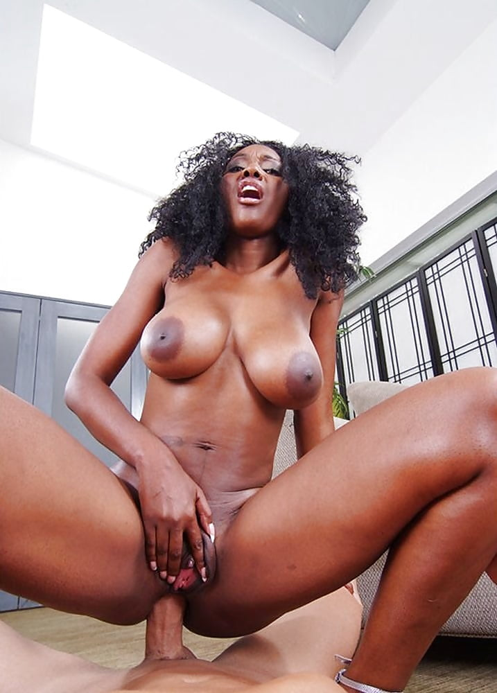 porno-afro-aktris-krupno-onlayn-video-podvipivshiesya-devushek-na-ulitse-razvlekayutsya