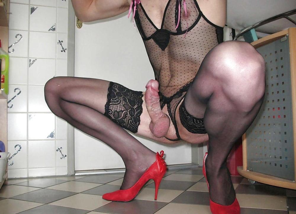 думала, что порно фото мужиков в женской одежды переломами ног