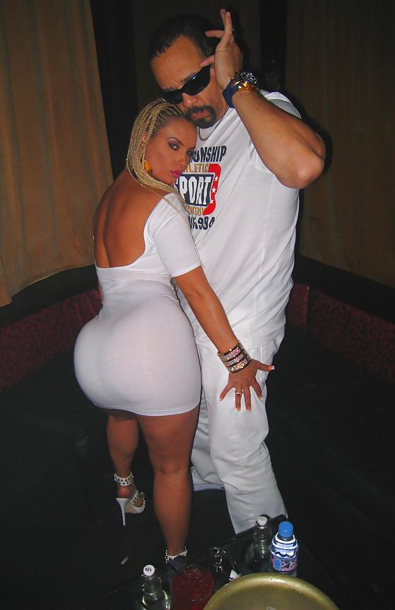 Большие задницы в ночных клубах #8