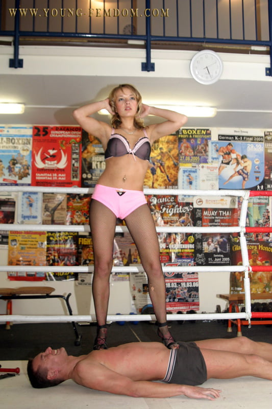 A dancing Gogo Girl punishes Andreas in a boxing ring - 10 Pics
