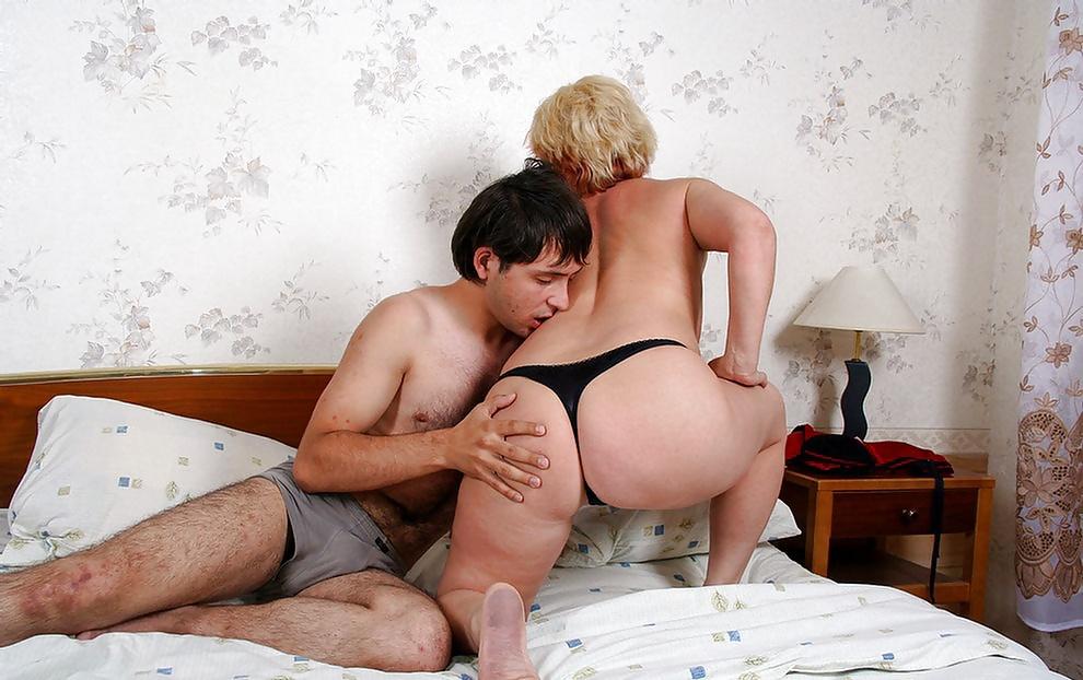 зрелые мамки в секс стрингах порно