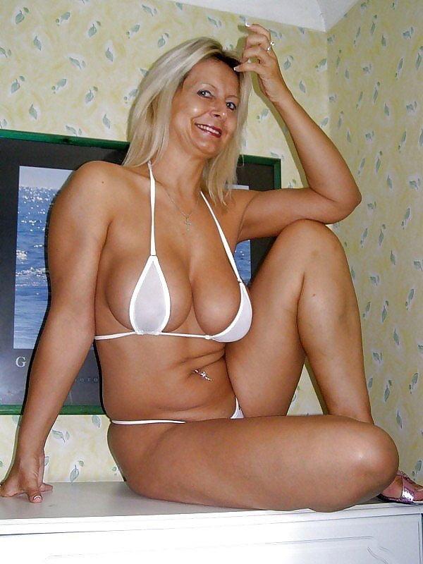 Mature platinum blonde milf natalie visser wearing black bikini