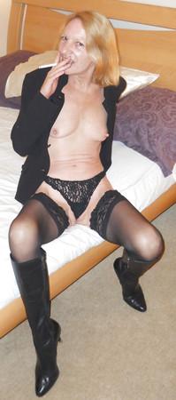 Sexy mature lady is smokin' hot