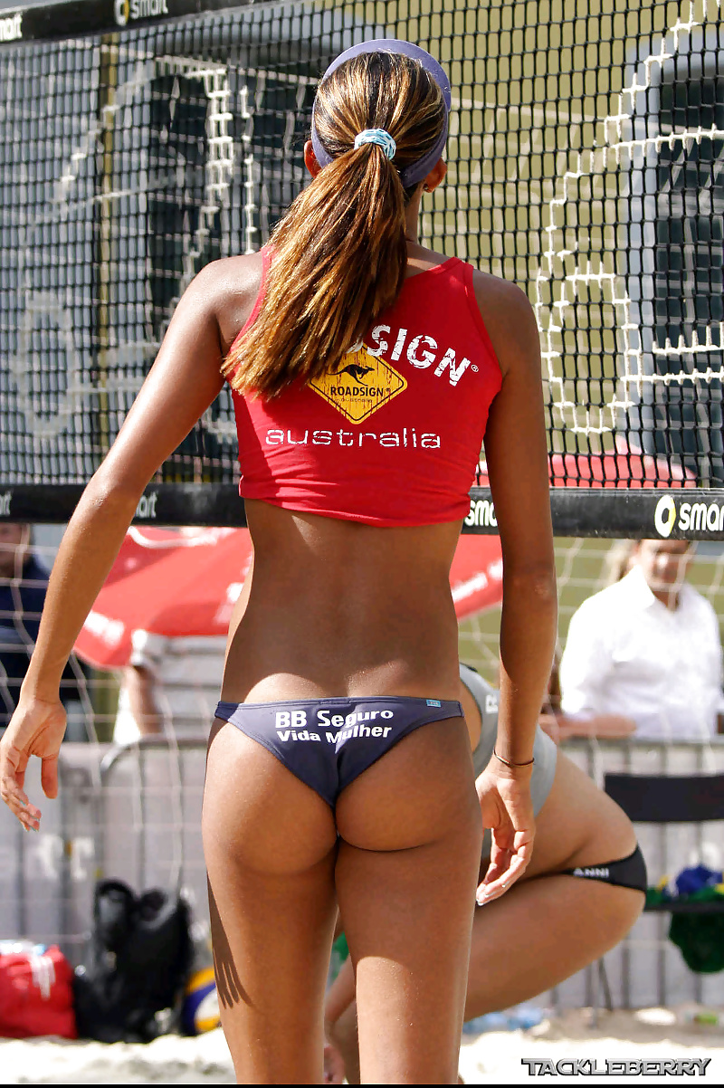 Sexy young volleyball players — photo 10