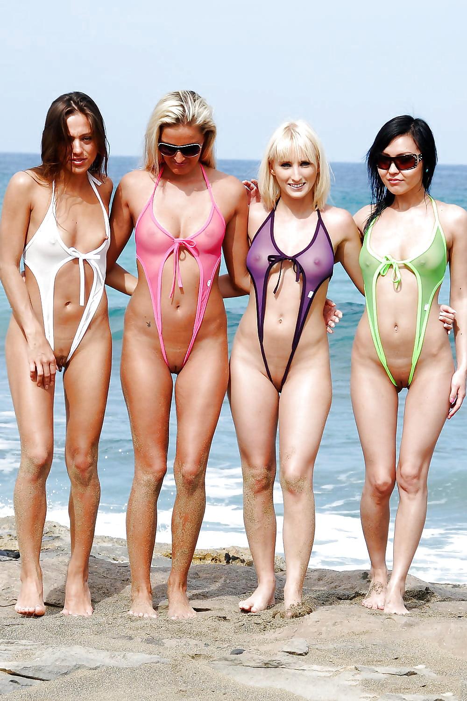 представлены красивые девушки в секс купальниках надом одну