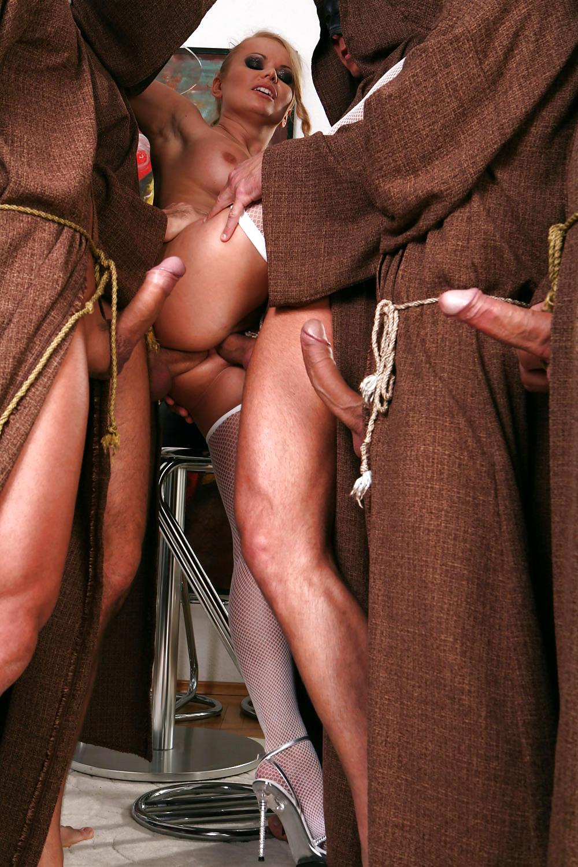 смотреть порно с монахами просто вся