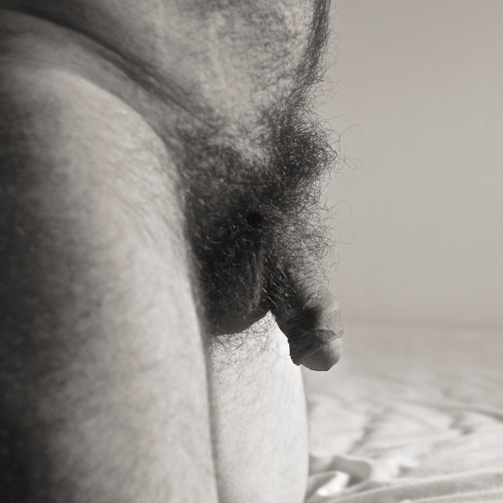 Nude guy with red pubic hair