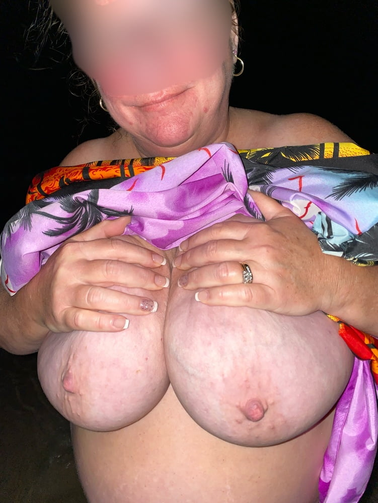 Wet BBW wife - 42 Pics