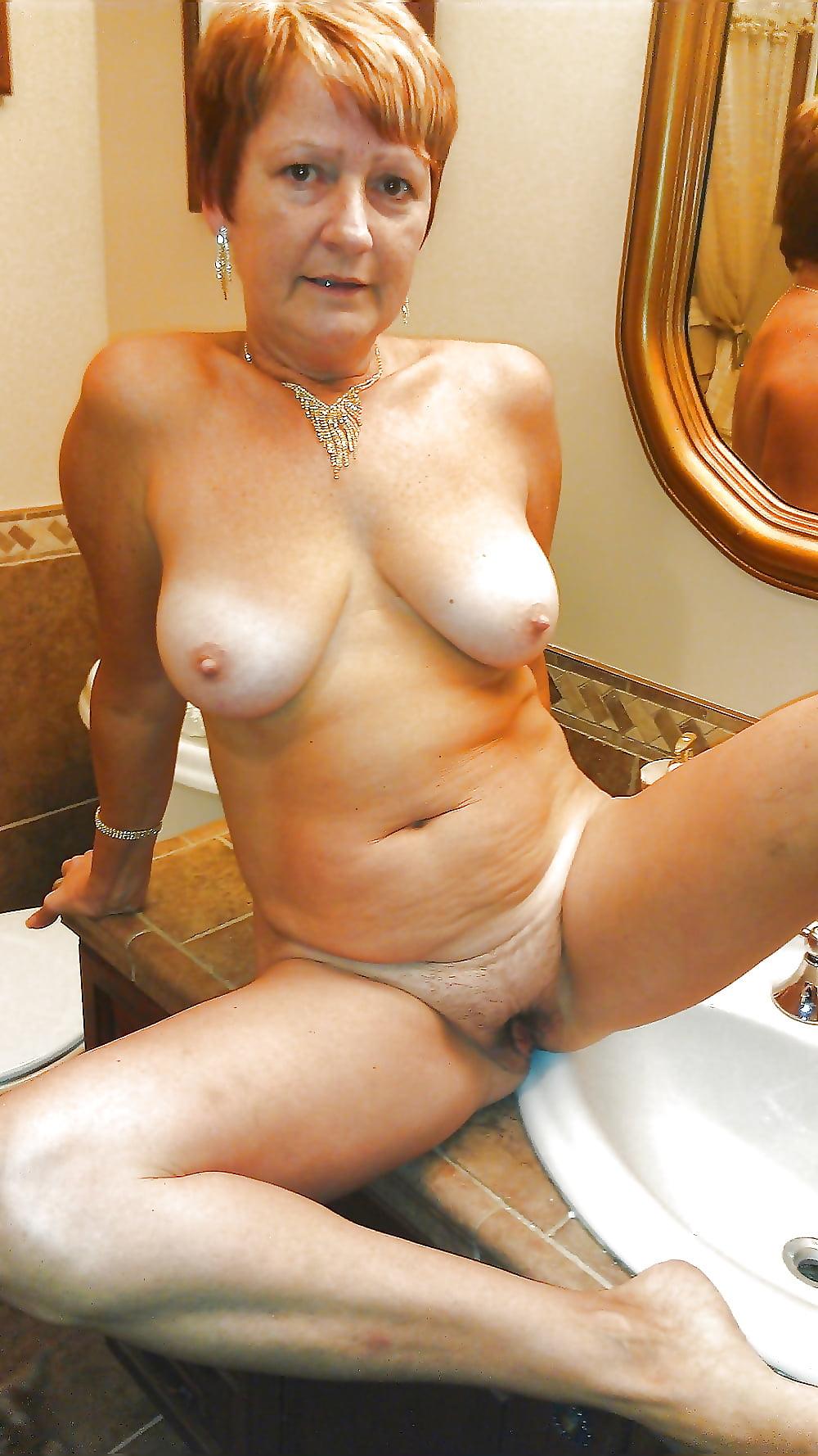mature-nude-older-women-selfie
