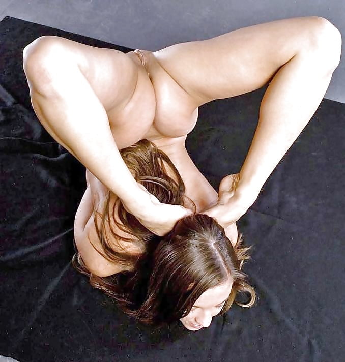 Гибкие сисястые порно языком