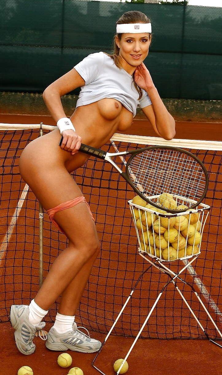 tennisistka-porno-film-smotret-klassika-gluboko-na-tolstom-dildo