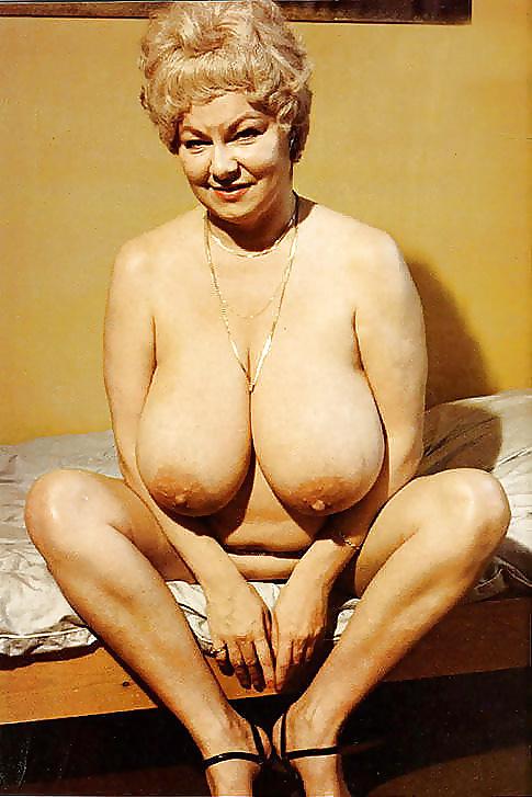 helen-schmidt-busty