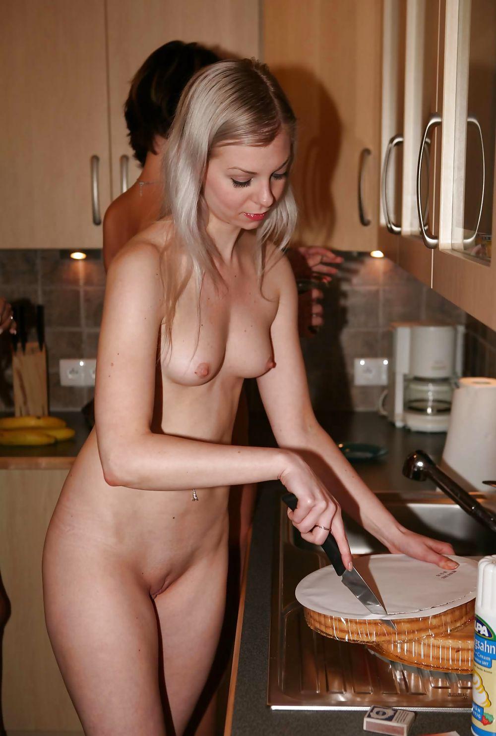 chastnie-ero-foto-russkih-domohozyaek-smotret-porno-video-razvratniy-trener