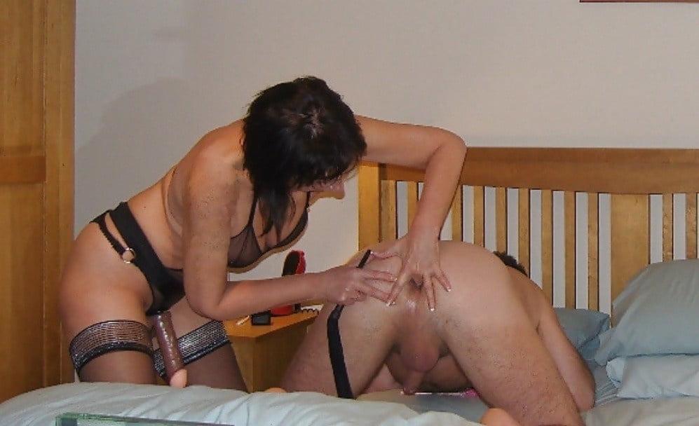 Чужие жены девушка трахает парня страпоном смотреть русское видео наказание парня видео