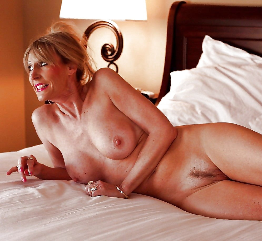 hot-milf-naked-in-bed