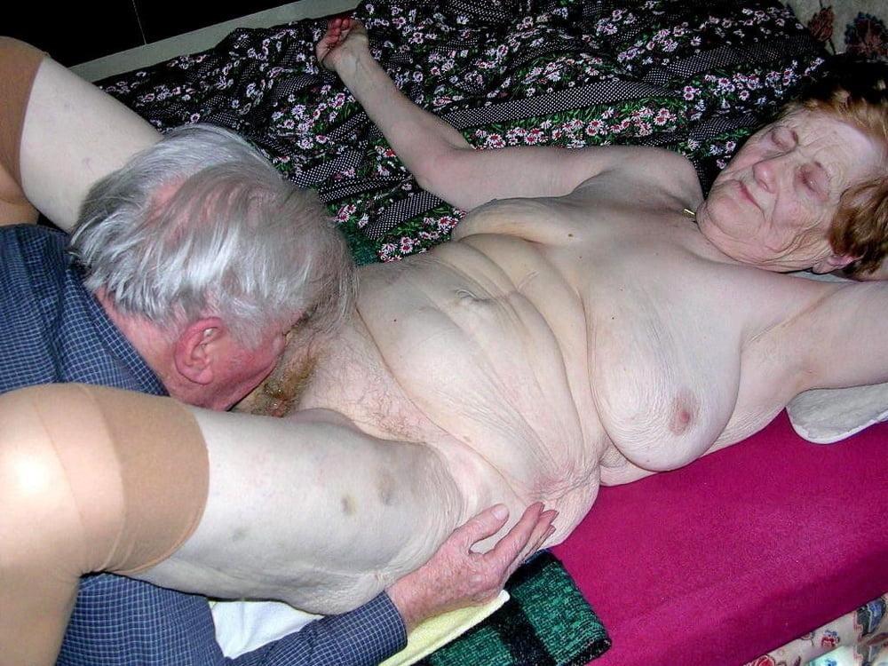 Muschi geile oma Oma Mariah