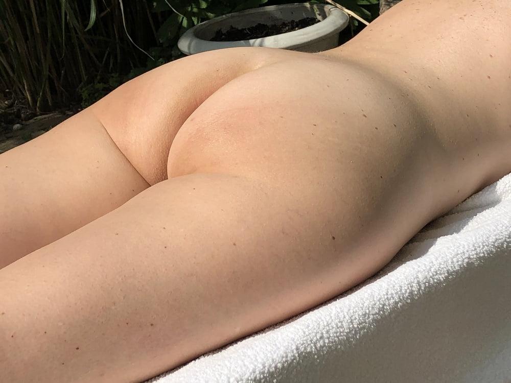 Sexy wire enjoying the sun in the garden- 6