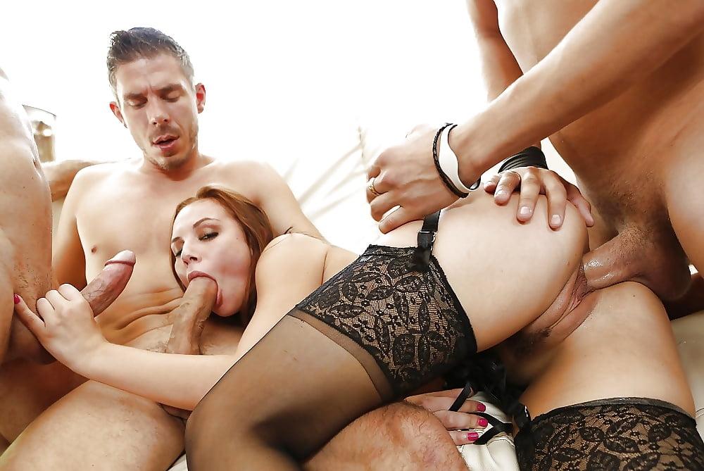 Невестками секс как ебут толпой она в чулках екатерины