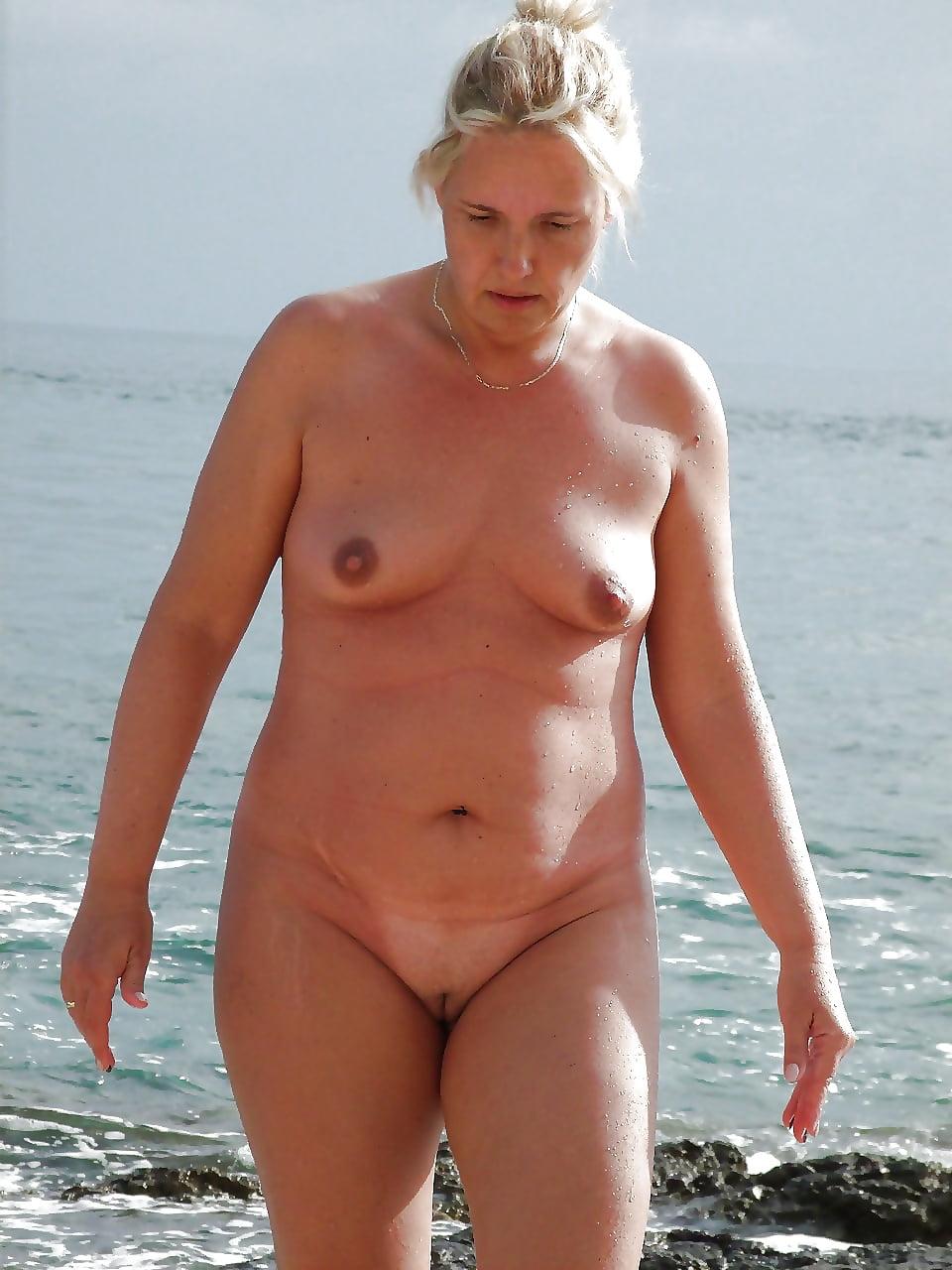 спортзал, фото голые пожилые женщины на пляже продолжалась