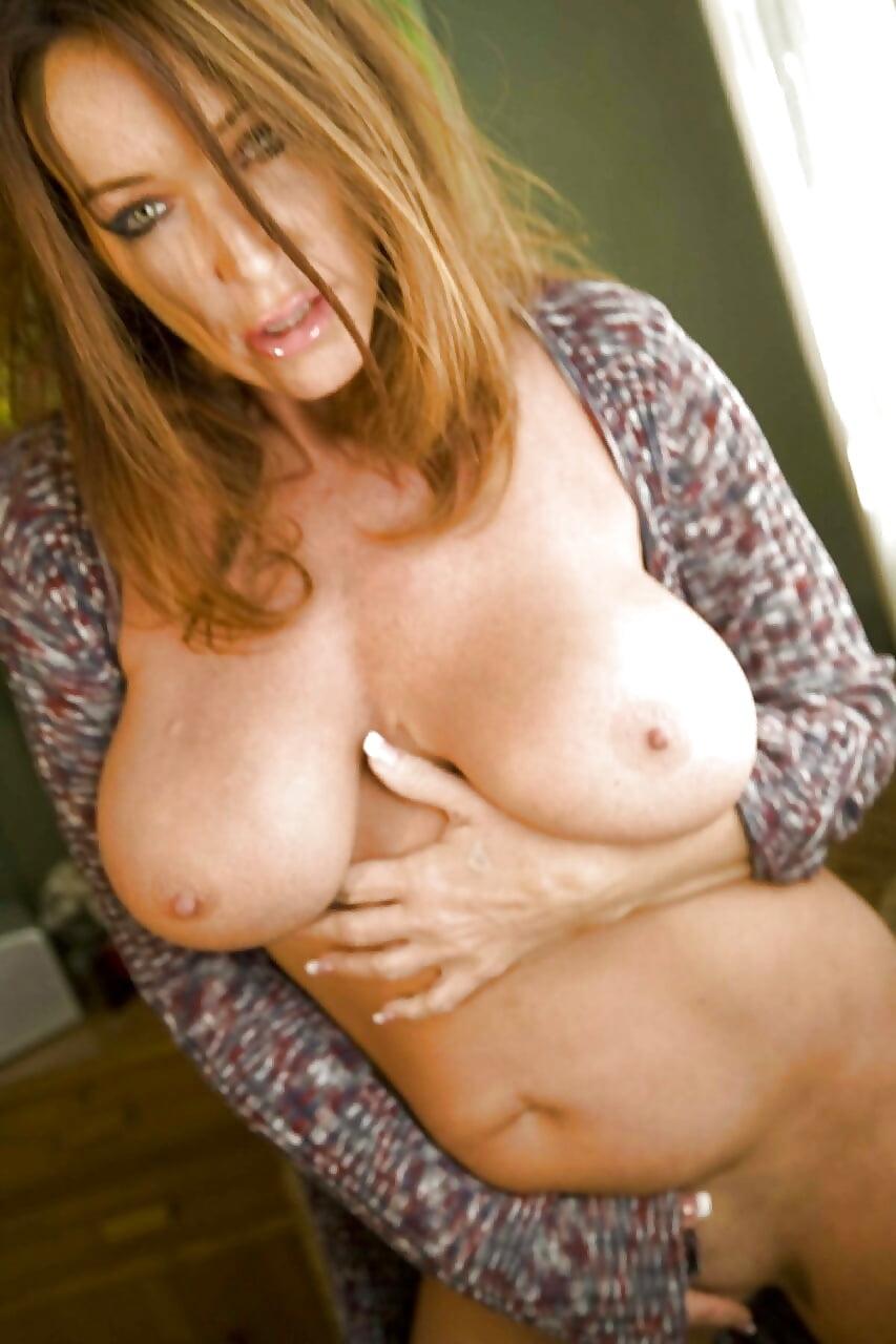 Redhead nude selfies
