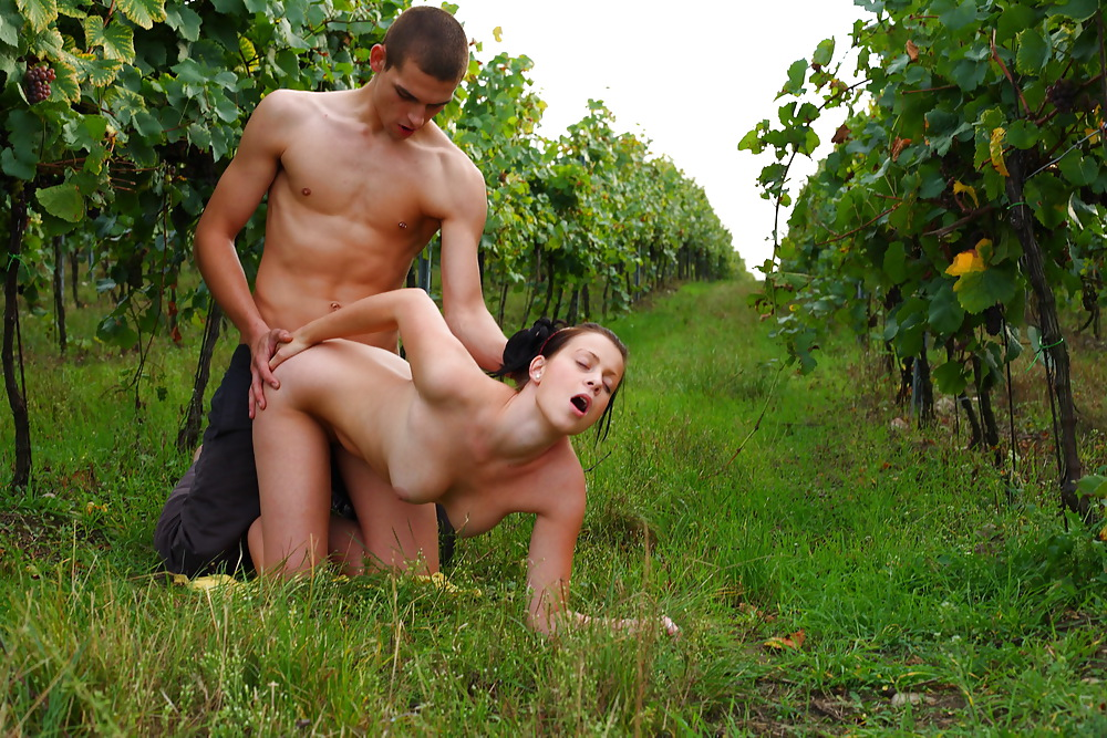Brunette milf hairy girl elicia goes back to nature