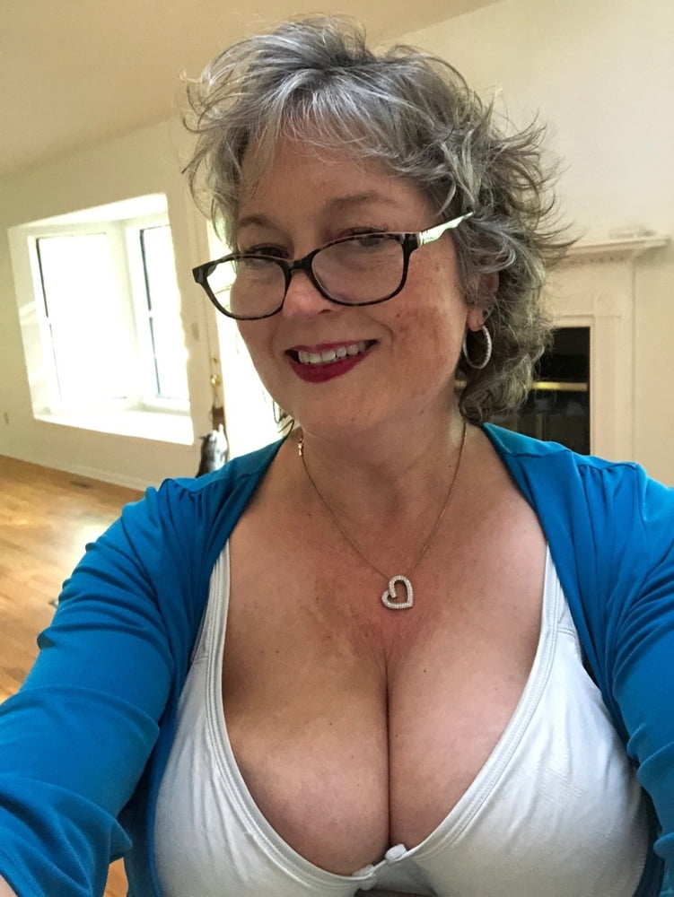 Huge grannies saggy breasts galleries