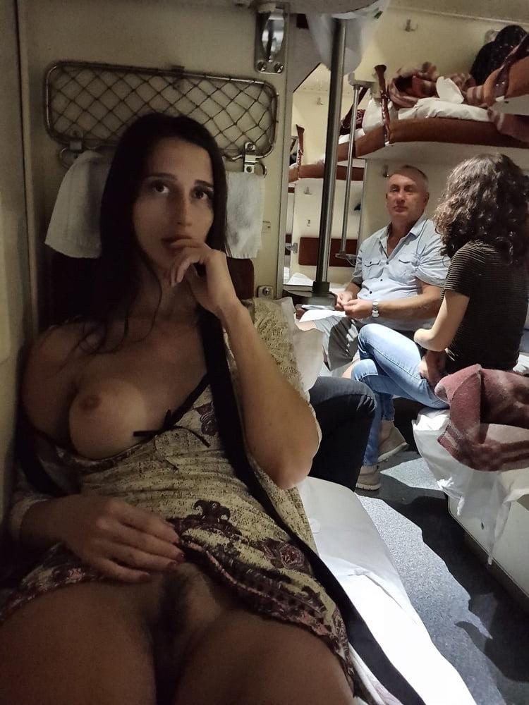 фото подглядели в поезде за девками без трусов все объявления