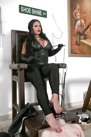 Ebony mistress sally